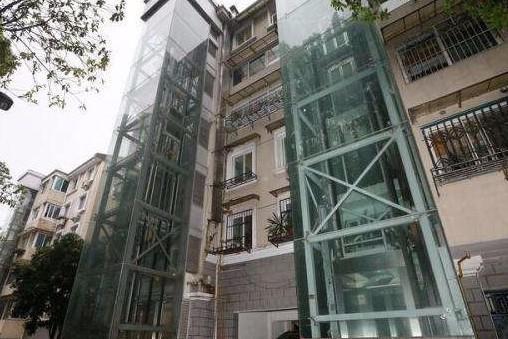 物业公司考察老旧小区加装电梯工作