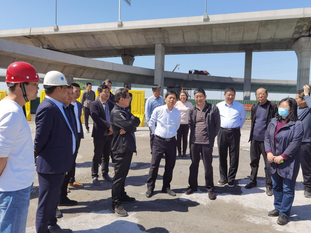 市城乡建设局党组书记、局长耿勇军到大河路快速化工程检查调研